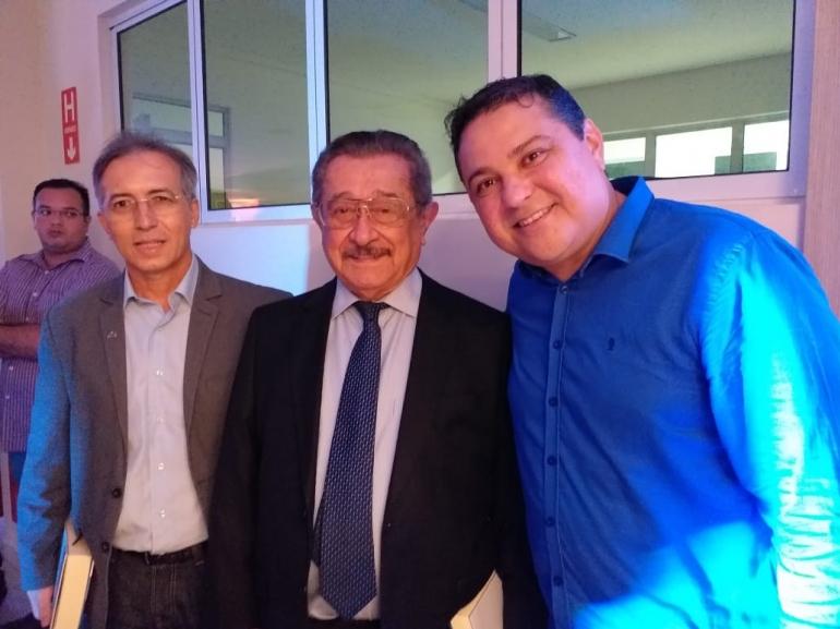 Zé Maranhão prestigia lançamento do livro