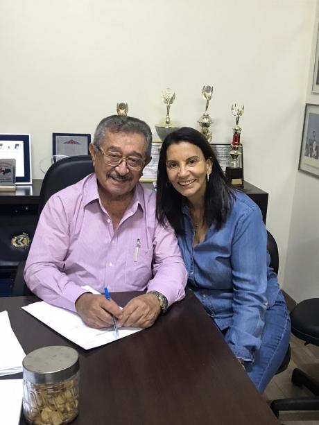 Lucy, ex-prefeita de Barra de São Miguel, debate sua candidatura a prefeita com Maranhão