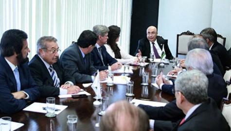 Senador José Maranhão participa de reunião da Bancada do MDB com Henrique Meirelles.